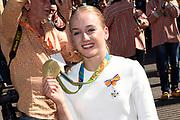 Medaillewinnaars van de Olympische Zomerspelen 2016 vertrekken per fiets van het Binnenhof voor een ontvangst op Paleis Noordeinde. <br /> <br /> op de foto:  Sanne Wevers, goud bij turnen in de individuele balkfinale