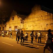Fans arrive for the Botafogo V  Ceara, Futebol Brasileirao  League match at the Jornalista Mário Filho Stadium, Rio de Janeiro,  Brazil. 25th August 2010. Photo Tim Clayton.