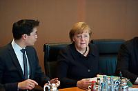 DEU, Deutschland, Germany, Berlin, 30.01.2013: <br />Bundeswirtschaftsminister Philipp Rösler (L) (FDP) und Bundeskanzlerin Dr. Angela Merkel (R) (CDU) vor Beginn der 131. Kabinettsitzung im Bundeskanzleramt.