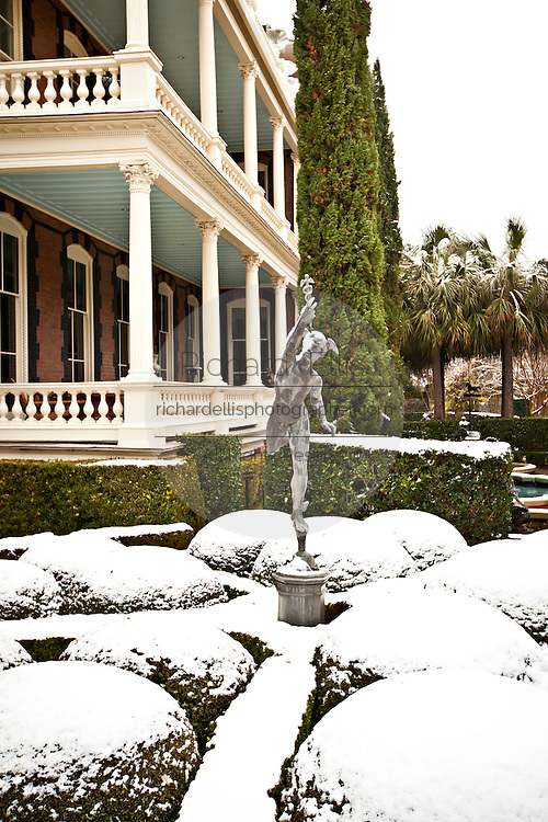 A rare snow blankets the battery Charleston, SC