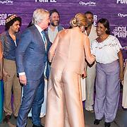 NLD/Amsterdam/20180416 - Koningin Maxima aanwezig bij de première van The Color Purple, Koningin Maxima ontmoet de cast