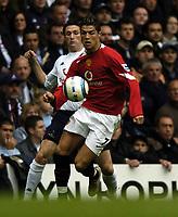 Fotball<br /> Premier League England 2004/2005<br /> Foto: BPI/Digitalsport<br /> NORWAY ONLY<br /> <br /> 25.09.2004<br /> <br /> Tottenham v Manchester United<br /> <br /> Robbie Keane chases Christiano Ronaldo
