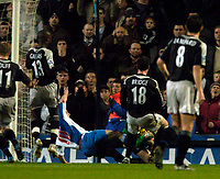 Fotball<br /> England 2004/2005<br /> Foto: SBI/Digitalsport<br /> NORWAY ONLY<br /> <br /> Blackburn Rovers v Chelsea, Barclays Premiership, 02/02/2005.<br /> <br /> Blackburn's Paul Dickov dives in to Chelsea goalkeeper Petr Cech in the aftermath of the Czech's penalty save.