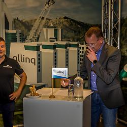 HARDERWIJK: CYCLING: SEPTEMBER 15th: <br /> De IJsselstreek gaat met ingang van 1 januari 2022 als continentaal wielerteam de weg op onder de noemer Allinq Continental Cycling Team. Daarmee heeft de vereniging uit Harderwijk twintig jaar na het verdwijnen van de Golff-wielerploeg weer een semiprofessioneel boegbeeld. Allinq directeur Wim Breukers tekent de overeenkomst. Team manager Marc Zonnebelt kijkt toe