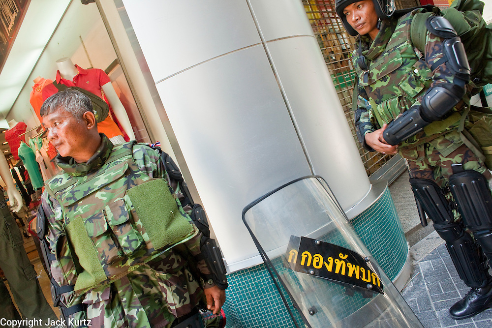 Apr. 19 2010 - BANGKOK, THAILAND: Thai soldiers on the street in the Silom financial district of Bangkok Monday. Hundreds of Thai soldiers, including reservists and front line units, and riot police moved into the Silom financial district Monday, not far from the red-shirts' main protest rally site, in Ratchaprasong. The heavy show of force is to prevent the Red Shirts from entering the Silom area. Many of soldiers were greeted as heros by workers in the area, who oppose the Red Shirts.   Photo by Jack Kurtz