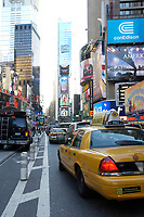 21 NOV 2003, NEW YORK/USA:<br /> Yellow Cab Taxis auf dem Times Square, Manhatten, New York<br /> IMAGE: 20031121-02-051<br /> KEYWORDS: Reklame, Autos, Verkehr
