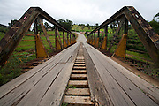 Munhoz_MG, Brasil...Ponte de madeira em Munhoz...A wood brigde in Munhoz...Foto: LEO DRUMOND / NITRO....