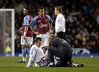 Fotball<br /> Premier League 2004/05<br /> Aston Villa v Manchester United<br /> 28. desember 2004<br /> Foto: Digitalsport<br /> NORWAY ONLY<br /> Manchester United's Wayne Rooney (bottom L) receives treatment for a leg injury