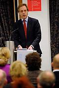 Voorafgaand aan de uitreiking van de Machiavelliprijs 2011 aan prinses Máxima hield prof. dr. Robbert Dijkgraaf, president van de KNAW, de Machiavellilezing 2011, getiteld 'Wetenschap, publiek, politiek - over feiten en meningen'.
