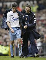 Fotball<br /> England 2004/2005<br /> Foto: SBI/Digitalsport<br /> NORWAY ONLY<br /> 22.01.2005<br /> <br /> Manchester United v Aston Villa<br /> FA Barclays Premiership.<br /> <br /> Villa's Mark Delaney trudges of injured in the first half