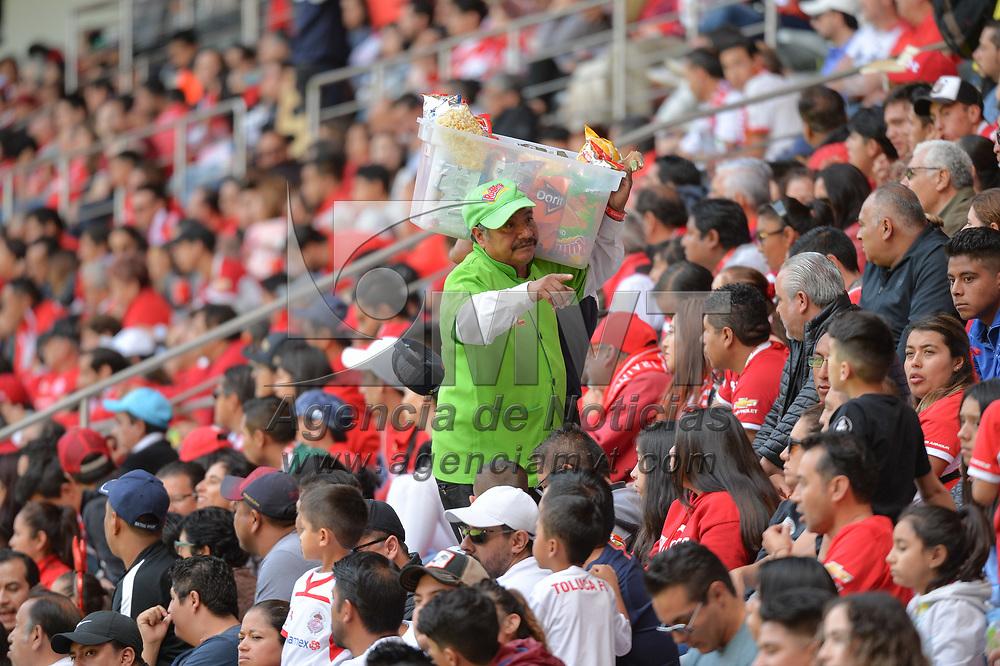 Toluca, México.- El Club Deportivo Toluca venció a los Xolos de Tijuana 2 goles por 0 en la jornada 6 de la liga Mx del futbol mexicano. En la imagen vendedores de botanas. Agencia MVT / Mario Vázquez de la Torre.