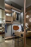 Фотосъемка интерьера частной квартиры в г. Киеве. Интерьер гардероба.