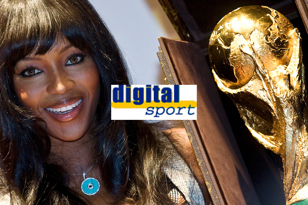 FOOTBALL - MISCS - FIFA WORLD CUP 2010 - PRESENTATION NEW LOUIS VUITTON'S CASE FOR THE WORLD CUP TROPHY - 1/06/2010 - PHOTO PHILIPPE MILLEREAU / DPPI - TOP MODEL NAOMI CAMPBELL