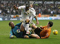 Photo: Rich Eaton.<br /> <br /> Wolverhampton Wanderers v Leeds United. Coca Cola Championship. 24/02/2007. Leeds goalkeeper Casper Ankergren and Manuel Rui Marques (centre) combine to stop Stephen Ward of Wolves