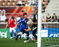 Fotball<br /> EM kvinner 2009<br /> Norge v Frankrike 1-1<br /> 30.08.2009<br /> Foto: Jussi Eskola, Digitalsport<br /> NORWAY ONLY<br /> <br /> Lene Storløkken gjør 1-0 til Norge