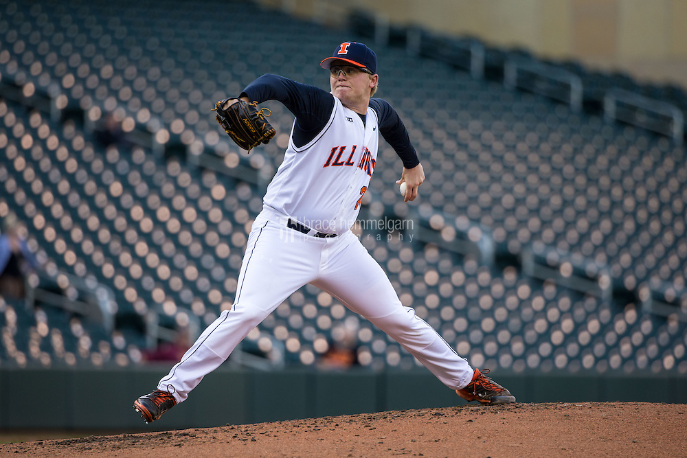 Kevin Duchene (21) of the Illinois Fighting Illini pitches during the 2015 Big Ten Conference Tournament between the Illinois Fighting Illini and Nebraska Cornhuskers at Target Field on May 20, 2015 in Minneapolis, Minnesota. (Brace Hemmelgarn)