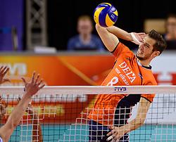 20150614 NED: World League Nederland - Finland, Almere<br /> De Nederlandse volleyballers hebben in de World League ook hun tweede duel met Finland gewonnen. Na de 3-0 zege van zaterdag werd zondag in Almere met 3-1 (22-25, 25-20, 25-13, 25-19) gewonnen / Bas van Bemmelen #8