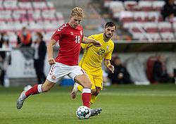 Mads Emil Madsen (Danmark) og Serhiy Buletsa (Ukraine) under U21 EM2021 Kvalifikationskampen mellem Danmark og Ukraine den 4. september 2020 på Aalborg Stadion (Foto: Claus Birch).