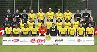 Fotball<br /> Bundesliga 2003/2004<br /> Borussia Dortmund<br /> Foto: Uwe Speck, Digitalsport<br /> <br /> hinten v.l.  Physiotherapeuten Peter KUHNT , Ralph FRANK , Dr.Markus BRAUN , Heiko HERRLICH , Christoph METZELDER , Jan KOLLER , Ahmed MADOUNI , Malte METZELDER, Co-Trainer Christian KOLODZIEJ , Reha-Trainer Markus ZETLMEISL <br /> <br /> mitte v.l. Torwart-Trainer Wolfgang DE BEER, Physiot. Frank ZÖLLNER , Leandro DOS DEUS SANTOS , Torsten FRINGS , Giuseppe REINA , Christian WÖRNS, Tomas ROSICKY , Marcio AMOROSO , Sebastian KEHL , Co-Trainer Uwe NEUHAUS , Trainer Matthias SAMMER<br /> <br /> vorne v.l.  EVANILSON , Henrique EWERTHON , Sahr SENESIE , Otto ADDO , Jens LEHMANN , Roman WEIDENFELLER , David ODONKOR , Leonardo DEDE , Lars RICKEN , Stefan REUTER