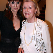 NLD/Amsterdam/20080404 - Premiere Porgy and Bess, Chazia Mourali en haar moeder Elise van der Brink