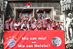 09.05.2010, Marienplatz, Muenchen, GER, 1. FBL, Meisterfeier der Bayern , im Bild  Der fc Bayern um Franck RibÈry (FC Bayern Nr.7) und Mark van Bommel (FC Bayern Nr.17) , EXPA Pictures © 2010, PhotoCredit: EXPA/ nph/  Straubmeier / SPORTIDA PHOTO AGENCY