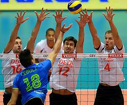 22-09-2013 VOLLEYBAL: EK MANNEN NEDERLAND - SLOVENIE: HERNING<br /> Nederland wint met 3-1 van Slovenie en plaatst zich voor de volgende ronde / Klemen Cebui test het Nederlands blok (L-R) Robin Overbeeke, Wytze Kooistra, Thijs ter Horst <br /> ©2013-FotoHoogendoorn.nl<br />  / SPORTIDA
