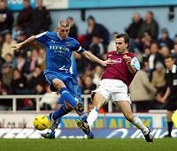 Fotball<br /> Championship 2004/05<br /> West Ham v Cardiff<br /> 6. februar 2005<br /> Foto: Digitalsport<br /> NORWAY ONLY<br /> Carl Fletcher thew West Ham scorer gets the ball away from Graham Kavanagh of Cardiff