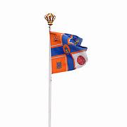 Vlag Prins Bernhard en Prinses Juliana wapperend op paleis Soestdijk