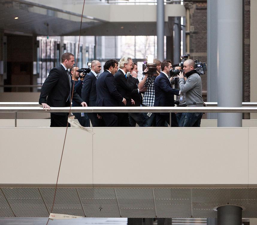 Nederland. Den Haag, 15 november 2010.<br /> Geert Wilders maakt bekend dat Kamerlid Lucassen bij de fractie blijft. PVV, partij voor de vrijheid<br /> Foto Martijn Beekman