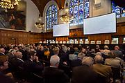 Prinses Beatrix woont de opening bij van de 79e zitting van het Institut de Droit international (IDI) in de Grote Rechtszaal van het Vredespaleis in Den Haag.
