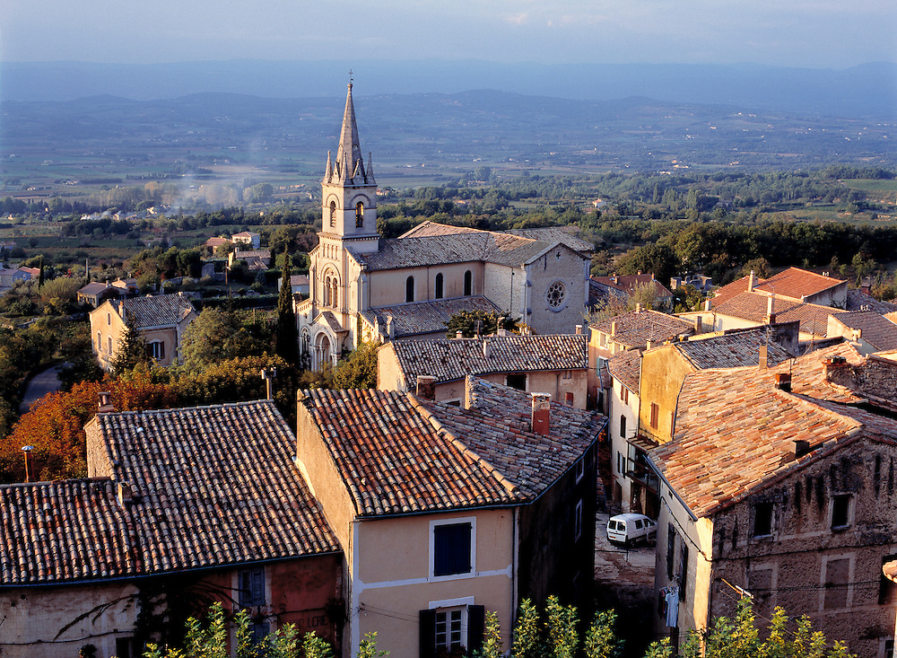 Sunset light falls on the tile roofs of Bonnieux, Provence, France.