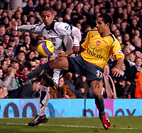 Photo: Ed Godden.<br /> Fulham v Arsenal. The Barclays Premiership. 29/11/2006.<br /> Fulham's Wayne Routledge (L) is challenged by Theo Walcott.