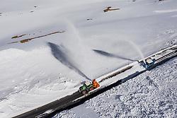 THEMENBILD - eine Wallack Rotationsschneefraese und ein Traktor räumen die Strasse nach einem Lawinenabgang. Die Grossglockner Hochalpenstrasse verbindet die beiden Bundeslaender Salzburg und Kaernten und ist als Erlebnisstrasse vorrangig von touristischer Bedeutung, aufgenommen am 23. Mai 2019 in Fusch a. d. Grossglocknerstrasse, Österreich // a Wallack rotary snow plough and a tractor clearing the road after an avalanche. The Grossglockner High Alpine Road connects the two provinces of Salzburg and Carinthia and is as an adventure road priority of tourist interest, Fusch a. d. Grossglocknerstrasse, Austria on 2019/05/23. EXPA Pictures © 2019, PhotoCredit: EXPA/ JFK