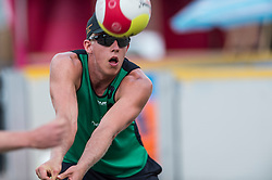 17-06-2016 NED: Beachvolleybaltoernooi eredivisie, Amsterdam<br /> Op het Mercatorplein in Amsterdam gaan de beachers uit de eredivisie van start / Tom Steenis #2