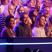 NLD/Hilversum/20120901 - 2de liveshow AVRO Strictly Come Dancing 2012, ouders en zus Anouk van Naomi van As