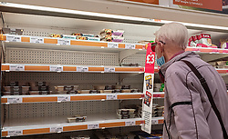 © Licensed to London News Pictures. 19/08/2021. London, UK. A shopper looks at nearly empty shelves of pre-cooked chicken meals in Sainsbury's supermarket in London. Supermarkets, pubs,  restaurants and fast food chains are facing chicken shortages. According to the British Poultry Council there is a significant shortage of workers across the farming and processing sectors with many businesses reporting an average vacancy rate of over 16% as a result of workers leaving the UK due to Brexit. Photo credit: Dinendra Haria/LNP