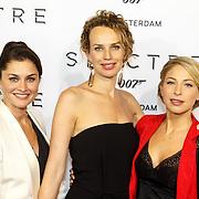 NLD/Amsterdam/20151028 - Premiere James Bondfilm Spectre, Fockeline Ouwerkerk, Kim Pieters en Sarah Chronis