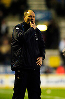 Fotball<br /> England 2004/2005<br /> Foto: SBI/Digitalsport<br /> NORWAY ONLY<br /> <br /> Bolton Wanderers v Tottenham Hotspurs, Barclays Premiership, 01/02/2005.<br /> Tottenham manager Martin Jol has plenty to think about after his side concede two late goals to throw the game away, after being reduced to 10 men when striker Frederic Kanoute was sent off for a second yellow card.