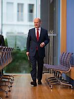 DEU, Deutschland, Germany, Berlin, 06.07.2018: Bundesfinanzminister Olaf Scholz (SPD) in der Bundespressekonferenz zum Thema Haushalt 2019 und Finanzplan bis 2022.