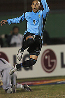 21/07/04 - LIMA - PERU - COPA AMERICA PERU 2004 - <br />URUGUAY player N* 9 DARIO SILVA clebrating his penalty goal.<br />© Gabriel Piko / Argenpress.com<br /><br />AMERICAN CUP - semifinal match.<br />BRASIL - BRAZIL (6) VS. URUGUAY (4) - by penlatys -<br />© Gabriel Piko / Argenpress.com