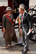 """Aankomst koninklijke familie in de gouden koets bij de Ridderzaal op Prinsjesdag 2012. /// Arrival royal family in the golden coach at the Riddrerzaal on """"Prinsjesdag""""in The Hague<br /> <br /> Op de foto / On the photo:"""