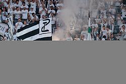09.05.2018, Woerthersee Stadion, Klagenfurt, AUT, OeFB Uniqa Cup, SK Puntigamer Sturm Graz vs FC Red Bull Salzburg, Finale, im Bild Sturm Graz fans zünden Bengalos // during the final match of the ÖFB Uniqa Cup between SK Puntigamer Sturm Graz and FC Red Bull Salzburg at the Woerthersee Stadion in Klagenfurt, Austria on 2018/05/09. EXPA Pictures © 2018, PhotoCredit: EXPA/ Johann Groder