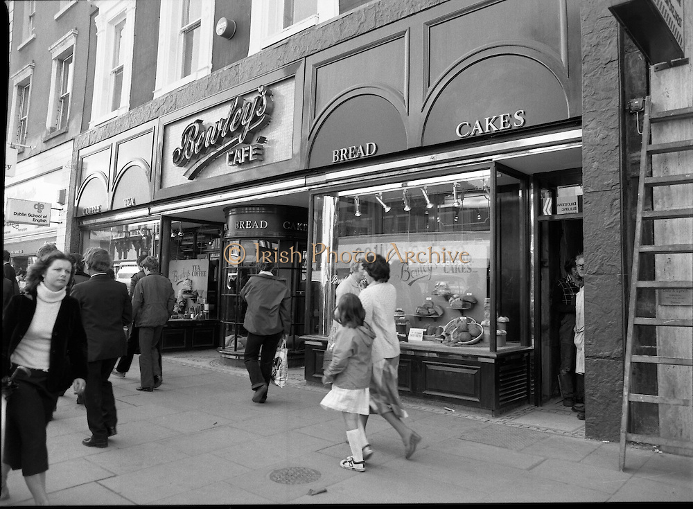 15/06/1979.06/15/1979.15th June 1979.Photograph shows the exterior of Bewley's cafe on Dublin's, Westmoreland Street. The cafe was one of Dublin's favourite meeting spots for over a century.