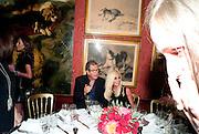 MARIO TESTINO; DONATELLA VERSACE, Dinner hosted by Elizabeth Saltzman for Mario Testino and Kate Moss. Mark's Club. London. 5 June 2010. -DO NOT ARCHIVE-© Copyright Photograph by Dafydd Jones. 248 Clapham Rd. London SW9 0PZ. Tel 0207 820 0771. www.dafjones.com.