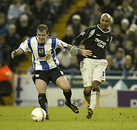 Photo: Aidan Ellis.<br /> Sheffield Wednesday v Manchester City. The FA Cup. 07/01/2007.<br /> Wednesday's Glenn Whelan (L) battles with City's Ousmane Dabo