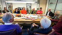 UTRECHT - Groepsgesprek bij de NGF  tussen NGF, verenigingsbestuurders, baaneigenaren olv voorzitter Jan Kees van der Velden. FOTO KOEN SUYK