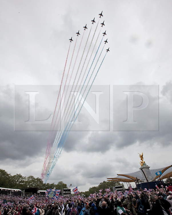 © Licensed to London News Pictures. 04/06/2012. London, UK. .The Red Arrows Fly past on Final Day of the Queens Diamond Jubilee..The Royal Jubilee celebrations. Great Britain is celebrating the 60th  anniversary of the countries Monarch HRH Queen Elizabeth II accession to the throne this weekend. Photo credit : Rich Bowen/LNP