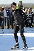DE HOLLANDSE100 by LYMPH & CO op FlevOnice te Biddinghuizen. Een duatlon bestaande uit twee onderdelen: schaatsen en fietsen. Het evenement wordt georganiseerd om geld op te halen voor Lymph&Co dat zich inzet tegen lymfklierkanker.<br /> <br /> Op de foto:  Winston Gerschtanowitz