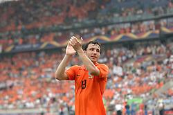 16-06-2006 VOETBAL: FIFA WORLD CUP: NEDERLAND - IVOORKUST: STUTTGART <br /> Oranje won in Stuttgart ook de tweede groepswedstrijd. Nederland versloeg Ivoorkust met 2-1 / Mark van Bommel<br /> ©2006-WWW.FOTOHOOGENDOORN.NL