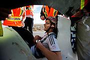 Alan Pettit in de Vortex van de universiteit van Toronto. In Battle Mountain (Nevada) wordt ieder jaar de World Human Powered Speed Challenge gehouden. Tijdens deze wedstrijd wordt geprobeerd zo hard mogelijk te fietsen op pure menskracht. Ze halen snelheden tot 133 km/h. De deelnemers bestaan zowel uit teams van universiteiten als uit hobbyisten. Met de gestroomlijnde fietsen willen ze laten zien wat mogelijk is met menskracht. De speciale ligfietsen kunnen gezien worden als de Formule 1 van het fietsen. De kennis die wordt opgedaan wordt ook gebruikt om duurzaam vervoer verder te ontwikkelen.<br /> <br /> Alan Pettit in the Vortex of the University of Toronto. In Battle Mountain (Nevada) each year the World Human Powered Speed Challenge is held. During this race they try to ride on pure manpower as hard as possible. Speeds up to 133 km/h are reached. The participants consist of both teams from universities and from hobbyists. With the sleek bikes they want to show what is possible with human power. The special recumbent bicycles can be seen as the Formula 1 of the bicycle. The knowledge gained is also used to develop sustainable transport.